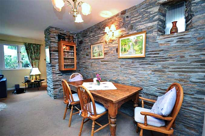 Higher Beneknowle Cottage Images